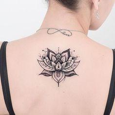 Elegant Girl floral back Tattoo Lotusblume Tattoo, Tattoo Hals, Mandala Tattoo, Trendy Tattoos, Small Tattoos, Tattoos For Women, Palm Size Tattoos, Tatoo Lotus, Forearm Tattoos