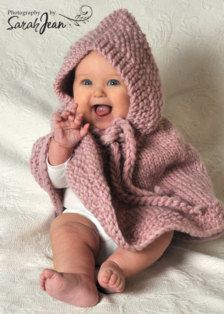 Tot in a poncho. Little Babies, Cute Babies, Baby Kids, Toddler Outfits, Girl Outfits, Toddler Poncho, Baby Knitting, Knitted Baby, Knitting Ideas
