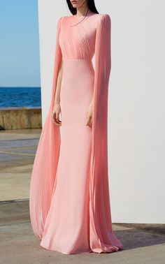 Get inspired and discover Alex Perry trunkshow! Shop the latest Alex Perry collection at Moda Operandi. Elegant Dresses Classy, Classy Dress, Pretty Dresses, Formal Dresses Long Elegant, Alex Perry, Elegantes Outfit Frau, Evening Dresses, Prom Dresses, Dress Prom