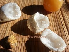 recharger les pierres au soleil Coquille St Jacques, Camembert Cheese, Bracelets, Carnelian, Stone Bracelet, Projects, Sun, Bracelet, Arm Bracelets