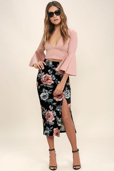 Take a little piece of paradise with you everywhere you go in the Mink Pink Garden of Eden Black Floral Print Velvet Midi Skirt! A high, elasticized waist tops this stretch velvet skirt blooming with a pink, blue, and sage green floral print. Midi length hem gets added allure thanks to a side slit.