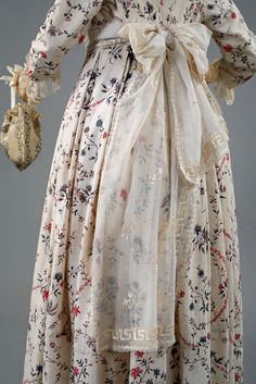 Florine, detail. Fichu echarpe, France, 1790's, linen batiste, silk embroidery. Private collection, Barreto-Lancaster.