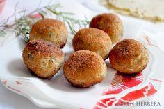 Cheesy Chicken Croquettes {Croquetas de Pollo con Queso} :http://brenherrera.com/cheesy-chicken-croquettes-croquetas-de-pollo-con-queso/