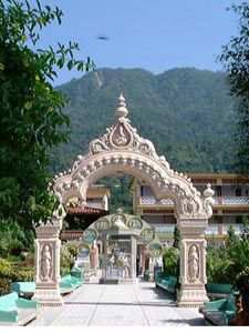 """Spend a month at an ashram in India. This is the Parmarth Niketan Ashram - """"An abode dedicated to the welfare of all. India India, North India, Great Places, Places To See, Beautiful Places, Mother India, Rishikesh India, Amazing India, World Religions"""