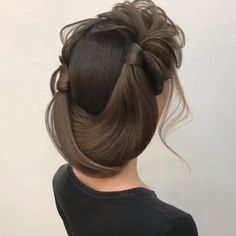 you wanna see more fab hairstyle ideas and tips for your wedding? Then, just visit our web site babe!Do you wanna see more fab hairstyle ideas and tips for your wedding? Then, just visit our web site babe! Hair Up Styles, Updo Styles, Short Hair Styles Easy, Natural Hair Styles, Short Hair Bun, Braids For Black Hair, Ombre Hair Color, Hair Videos, Hair Trends