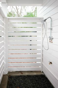 How To Create the Easiest Box Shelving For My Outdoor Shower How To Create the Easiest Box Shelving For My Outdoor Shower - Add eco friendly cedar planks wood shelving: See tutorial. Outdoor Baths, Outdoor Bathrooms, Outdoor Kitchens, Outside Showers, Outdoor Showers, Brick Oven Outdoor, Outdoor Shower Enclosure, Cedar Planks, Cedar Wood