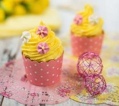 Bunte Frühlingscupcakes » Foto Carletto Photography Bunt, Cupcakes, Jar, Home Decor, Food Coloring, Decorations, Food Recipes, Homemade Home Decor, Cupcake