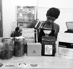 Eh di meja lagi rame.. Java Kayumas @rumah_kopi_situbondo gunung halu @pannacoffee  Kintamani @kopikintamani malabar @malabarmountain Dolok sanggul @mahatamancoffee dan Batak @philo_coffee #ngopidikampus . . . . . . . . . . . . . #coffee #coffeetime #coffeeart #sudutipb #coffeeshop #coffeesesh #coffeemoment #coffeeshot #coffeestory #coffeeshare #coffeeaddict #coffeelover #coffeeenthusiast #coffeeplease #manmakecoffee #dailycoffee #cappuccino #latteart #indonesiancoffee #worldcoffee…