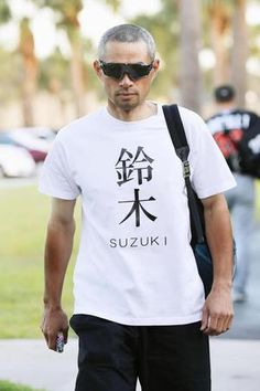 2017春季キャンプ【2】/イチロー面白Tシャツ/野球/デイリースポーツ online Ichiro Suzuki, Buy T Shirts Online, Japanese Quotes, Baseball Players, Cool T Shirts, Funny Tshirts, Shirt Designs, Guys, Stylish