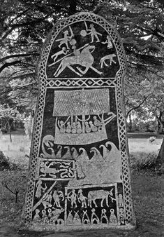"Picture stone nr I from Hunninge on the island of Gotland. ""The Hunninge stone"", from the century A.D, is today in The Gotland Museum in Visby. Viking Art, Viking Ship, Viking Runes, Viking Woman, Viking Dragon, Norse Runes, Ancient Runes, Ancient Art, Ancient History"