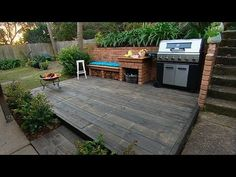 Backyard BBQ party is a perfect way to spend summers with friends and family. Check out these backyard BBQ DIY projects, and fun recipe and start your party Diy Bbq Area, Barbecue Area, Bbq Diy, Garden Deco, Garden Yard Ideas, Diy Deck, Diy Patio, Porches, Home And Garden Tv
