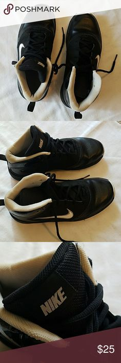 EUC, NIKE Athletic Shoe Size 5.5, great condition Nike Shoes Athletic Shoes