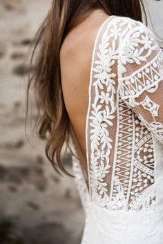 Robe de mariée décolleté V dans le dos