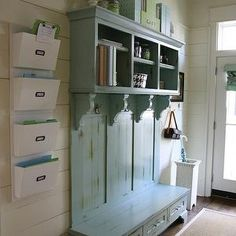 entryway mud room - wish i had an entry way.or a mud room! Magnolia Homes, Magnolia Fixer Upper, Magnolia Farms, Magnolia Market, Magnolia Design, House Of Turquoise, Style At Home, Casas Magnolia, Joanna Gaines