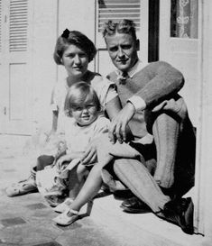 Zelda Sayre Fitzgerald was the wife and muse of author F. Scott Fitzgerald whose The Great Gatsby helped to define the Jazz Age of the P. F Scott Fitzgerald, Scottie Fitzgerald, Francis Scott Key, Juan Les Pins, Writers And Poets, People Of Interest, The Great Gatsby, Jazz Age, Portraits