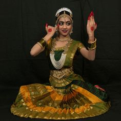 :: D.S.Aiyyelu :: Indian Traditional Dance Costume Designer Belly Dancer Costumes, Dance Costumes, Kathak Dance, Indian Classical Dance, Dance World, Dance Poses, Dance Fashion, Dance Pictures, Dance Photography