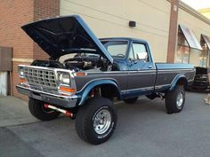 I genuinely prefer this color scheme for this lifted ford Big Ford Trucks, 1979 Ford Truck, Classic Ford Trucks, Ford 4x4, 4x4 Trucks, Diesel Trucks, Cool Trucks, Lifted Trucks, Lifted Dually