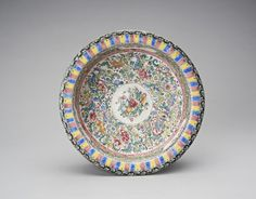 OnlineGalleries.com - A QING DYNASTY CANTON ENAMEL BASIN
