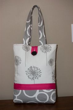 Grey and White Tote with Pink Accents Sacs Tote Bags, Fabric Tote Bags, Diy Tote Bag, Fabric Purses, Handbag Patterns, Bag Patterns To Sew, Patchwork Bags, Quilted Bag, Handmade Purses