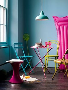 Bright Bentwood: An Iconic Chair in Color