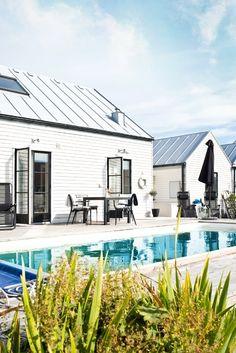 Fasad baksida, pool & trädäck
