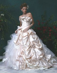 Stella de Libero elaborate wedding dress; but then, every Stella de Libero gown is an elaborate fantasy.        jaglady