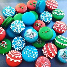 Christmas ornament macarons