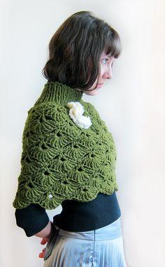 Mano crochet capucha en verde para una dama. por Benivision en Etsy