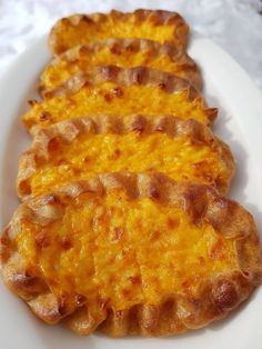 Suloisenmakeat porkkanapiirakat + ARVONTA - Starbox Finnish Recipes, Macaroni And Cheese, Waffles, Breakfast, Ethnic Recipes, Food, Kitchen, Morning Coffee, Mac And Cheese