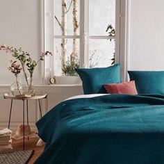 Couvre-lit et ses 2 taies assorties en bleu canard (Canard) Shopping Catalogues, Textiles, Boudoir, Comforters, Modern, Sweet Home, House Design, Blanket, Bedroom