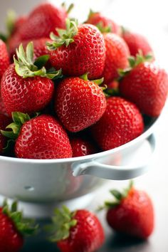 Find images and videos about fruit and strawberry on We Heart It - the app to get lost in what you love. Strawberry Patch, Strawberry Fields, Charlotte Au Fruit, How To Store Strawberries, Junk Food, Fruits And Vegetables, Fresh Fruit, Smoothie, Food Photography