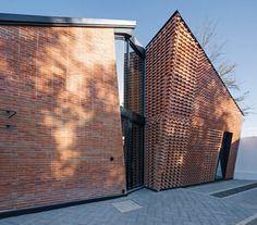 Red Brick House in Mexico with Bricks Arranged in an Artisanal Way