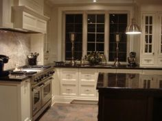 counter tops- dark against white. I want this kitchen