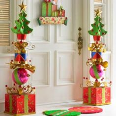 21 Christmas Porch Decoration Ideas - Best of DIY Ideas Christmas Topiary, Grinch Christmas Decorations, Whoville Christmas, Whimsical Christmas, Christmas Porch, Christmas Time, Christmas Wreaths, Christmas Ornaments, Christmas Music