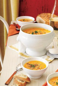 Recipe: Pumpkin-Acorn Squash Soup This savory soup is full of the flavors of fall. Pumpkin and acorn squash are seasoned with honey, thyme, ginger, and nutmeg for Best Pumpkin, Pumpkin Soup, Pumpkin Recipes, Pumpkin Foods, Pumpkin Squash, Canned Pumpkin, Pumpkin Spice, Chili Recipes, Soup Recipes
