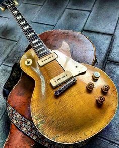 Check out les paul gibson:) 8378 Guitar Pics, Music Guitar, Cool Guitar, Acoustic Guitar, Guitar Images, Guitar Room, Guitar Art, Violin, Fender Stratocaster