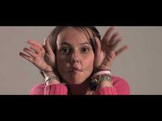 Al cantante español Fito por su apoyo a la lucha contra el cáncer infantil en su último trabajo