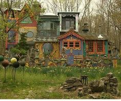 Love this house, I want to live in a place like that! (Old moss woman's secret garden - Bing Images)