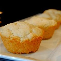 This super simple recipe will have warm biscuits on your table in a jiffy! Easy Cooking, Cooking Recipes, Cooking 101, Drop Biscuits, Easy Biscuits, Fluffy Biscuits, Easy Biscuit Recipe, Bakery Recipes, Quick Bread