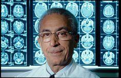 مجید سمیعی (زاده ۲۹ خرداد ۱۳۱۶ در شهر تهران) پزشک و جراح مغز و اعصاب ایرانی است. او در حال حاضر ریاست بیمارستان خصوصی علوم عصبی هانوفر در آلمان را بر عهده دارد که خود بنیانگذار آن بوده است. Madjid Samii (born 19 June 1937) is a distinguished Iranian neurosurgeon and medical scientist.Professor Madjid Samii was born in Tehran, Iran,