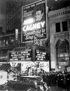 In Part 2 still more theatres that made Times Square a mecca for moviegoers. The New York aka Globe Theater and the Big Apple As the Times Square district deteriorated, the theaters began to r… School Pictures, Great Pictures, Vintage Pictures, School Pics, Antique Photos, Old Photos, Black And White Photo Wall, James Cagney, Vintage New York
