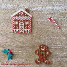 No automatic alt text available. Seed Bead Patterns, Beaded Jewelry Patterns, Beading Patterns, Seed Bead Projects, Beading Projects, Miyuki Beads, Beaded Christmas Ornaments, Noel Christmas, Motifs Perler