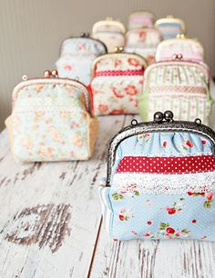 Most adorable blog with the prettiest hand made purses and handbags. (In Russian)