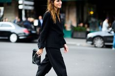 Find out how to dress like a Parisian fashion girl on wmag.com.