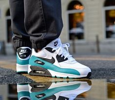 Nike Air Max 90 Essential – White / Black – Turbo Green – Neutral Grey