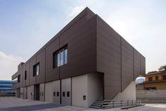 Sede ABB in Bergamo (Italy) by Arch.Alberto Bertasa  Installer: SUPPA ANTONIO, Copyright : Pier Mario Ruggeri  #PIGMENTO Brown #Project #Architecture #Zinc #VMZINC #IndustrialBuilding #Facade #Italy #SineWave #Profile #Sinus #Project #Perforation