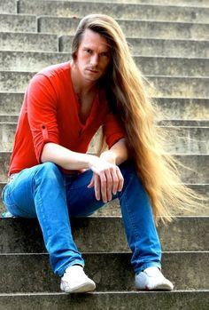 guys with very long hair