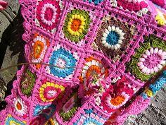 Margaridas blanket, free pattern by Mary Ellen Wells.