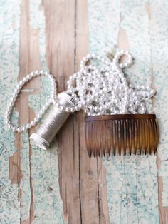 hair comb with pearls with tutorial. #DIY #hair #comb