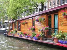 beautiful houseboat, with lovely flower garden